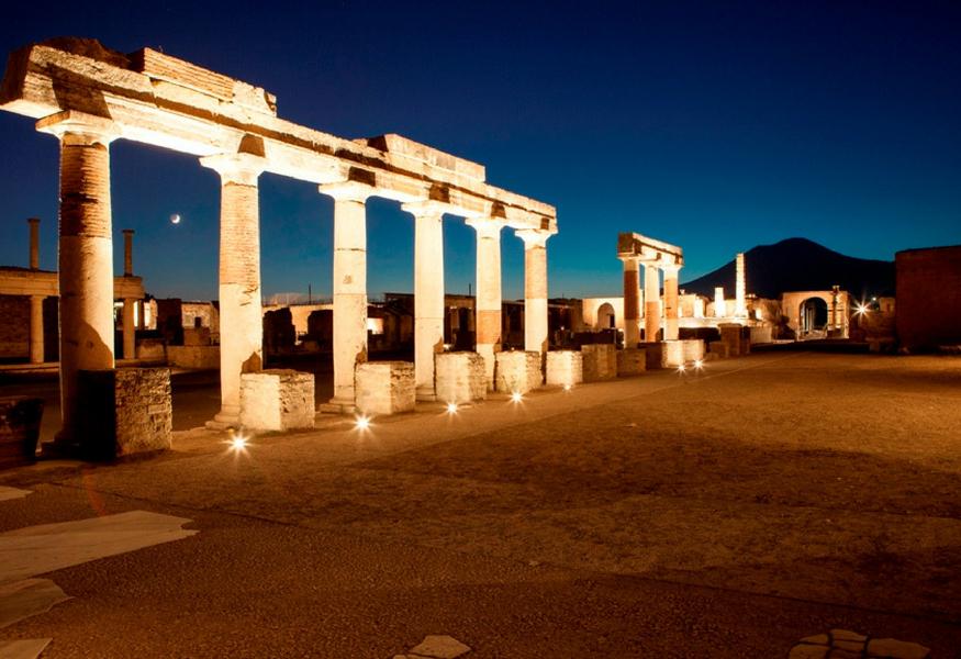 Quattro giorni alla scoperta di neapolis con il museo for Antica finestra a tre aperture