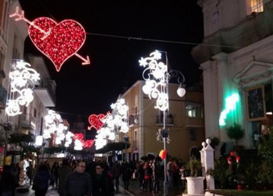 La città di San Valentino Torio, in provincia di Salerno celebra l\u0027amore  con cinque lunghi giorni per festeggiare San Valentino dal 13 al 17  febbraio 2019!