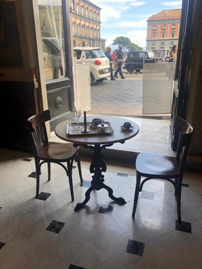 Tavolino commissario Ricciardi